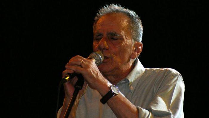 Roberto Vecchioni, una lama di luce nel buio percorso dell'esistenza.