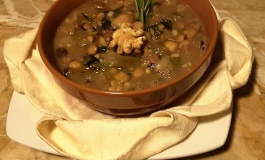 Zuppa di cicerchie, castagne e noci. Il bosco nel piatto