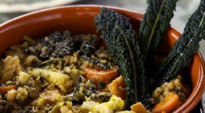 La ribollita con il cavolo nero riccio di Toscana, regina della cucina regionale