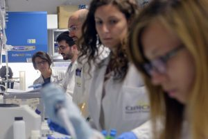 """Bisturi genomico """"usa e getta"""" per tagliare e riparare il DNA"""