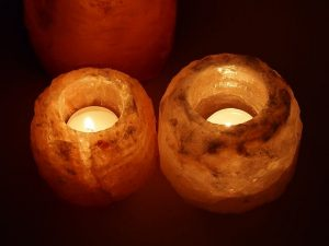Lampade di sale: suggestioni di luce e tanti benefici a poco prezzo