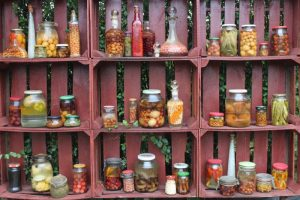 Riciclo creativo, con le cassette della frutta si può