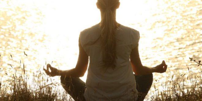 Combattere lo stress quotidiano con l'aiuto della meditazione