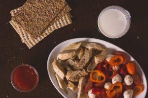 Mangiare: come conoscere gli agenti patogeni presenti negli alimenti
