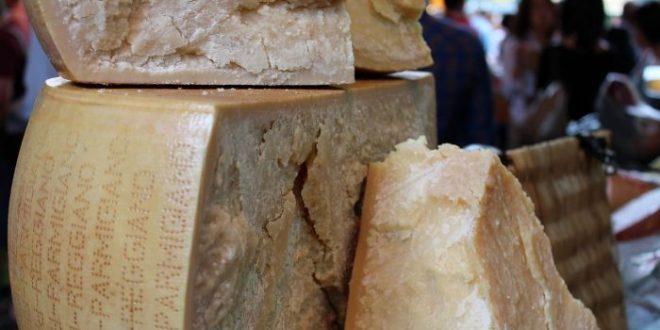 Alimenti 10 e lode. Parmigiano Reggiano, il nobile che fa bene a tutti