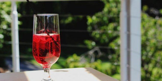 Karkadè, dissetante e rigenerante: ecco la bevanda perfetta per l'estate