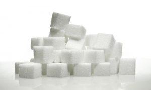 Il limite di assunzione giornaliera dell'aspartame è fissato dall'EFSA (Agenzia Europea per la Sicurezza Alimentare), a 40mg X kg di peso corporeo quindi, un uomo di 80kg, per rimanere al di sotto della soglia di rischio, non dovrebbe assumerne più di 3200 mg al giorno.