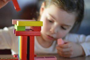 Giocare insieme: come distrarre genitori e figli costretti a stare in casa